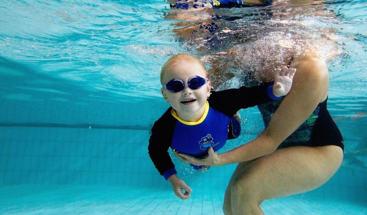 Il nuoto può essere davvero utile per il neonato?