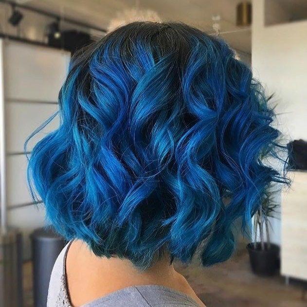 Capelli blu: come si fanno?