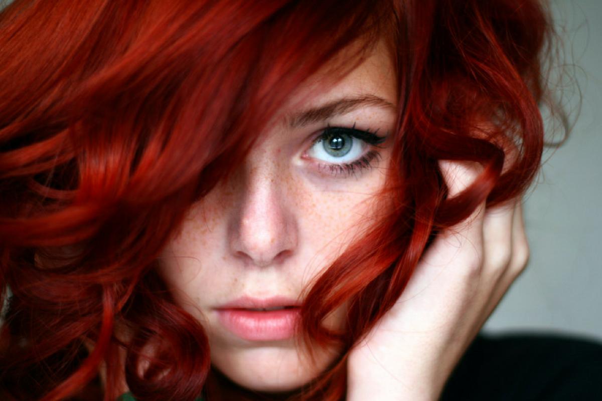 Tingere i capelli? Ora il rosso fa tendenza, scegli la tinta naturale di Silium Organic